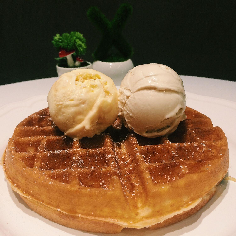 Waffles with Earl Grey & Honeyscotch Ice Cream - Twenty Grammes