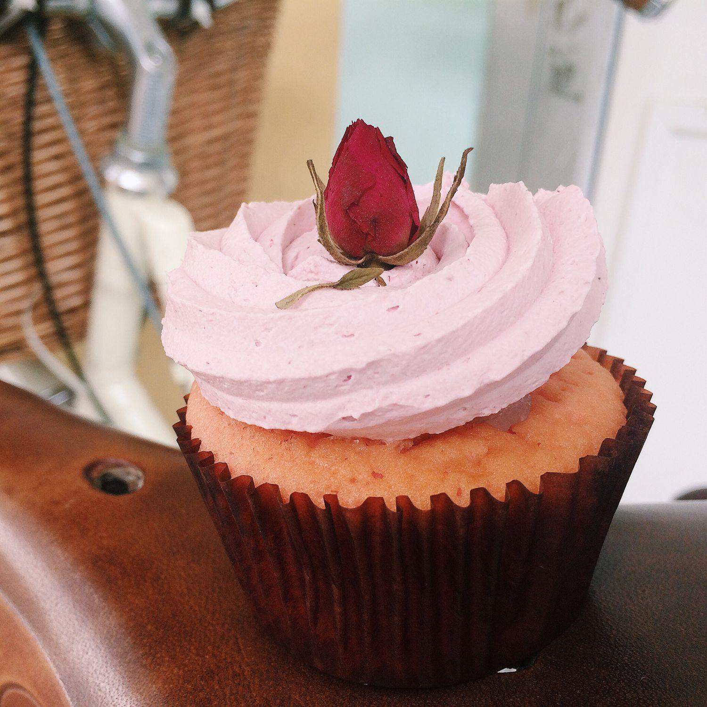 Ispahan Cupcake - Fluff Bakery