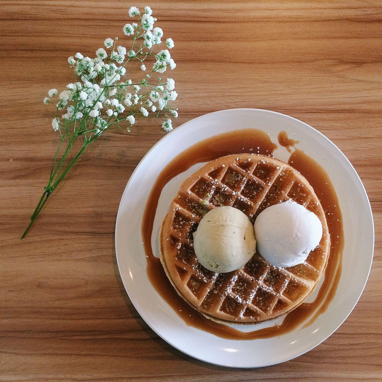 Orh Nee and Sicilia Pistachio Ice Cream with Waffle - Double Scoops