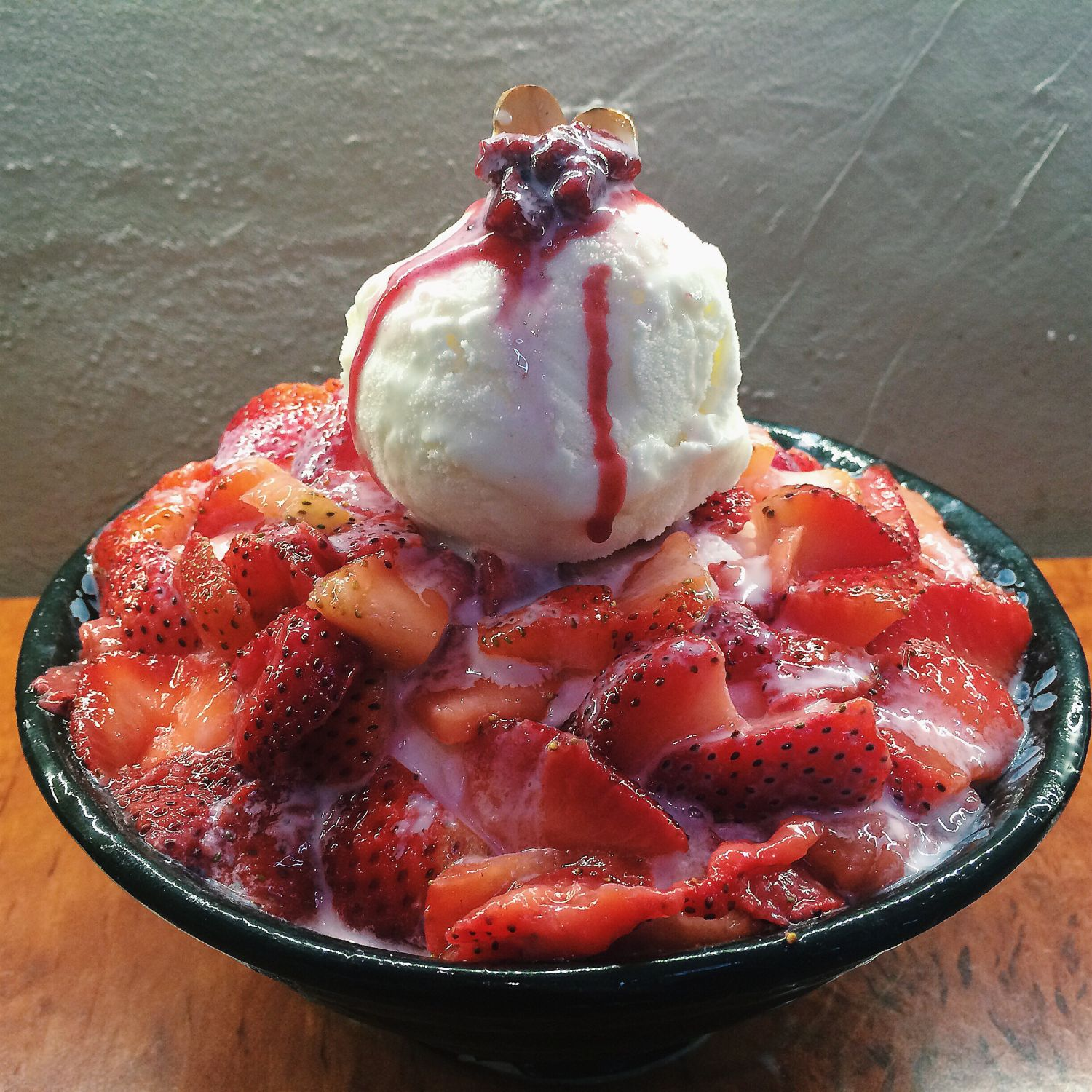 Strawberry Bingsu - Nunsongyee