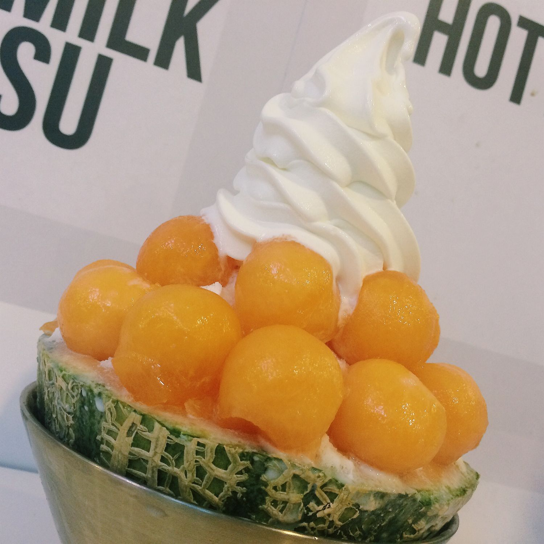 Melon Snow Milk Bingsu - Snowman Desserts