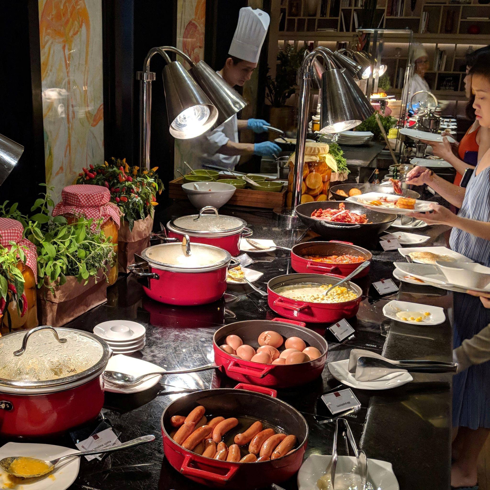 conrad centennial singapore breakfast oscars