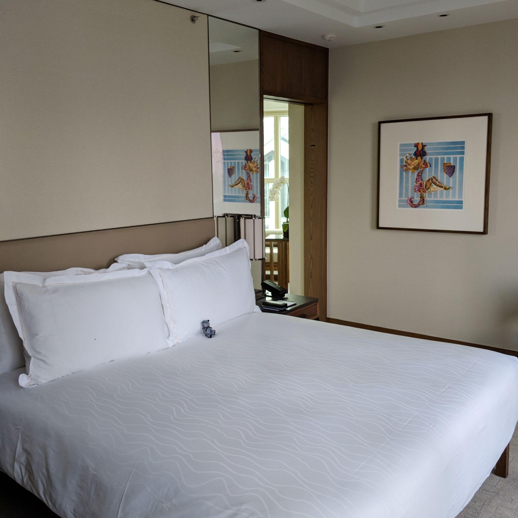 conrad centennial singapore centennial king suite bed