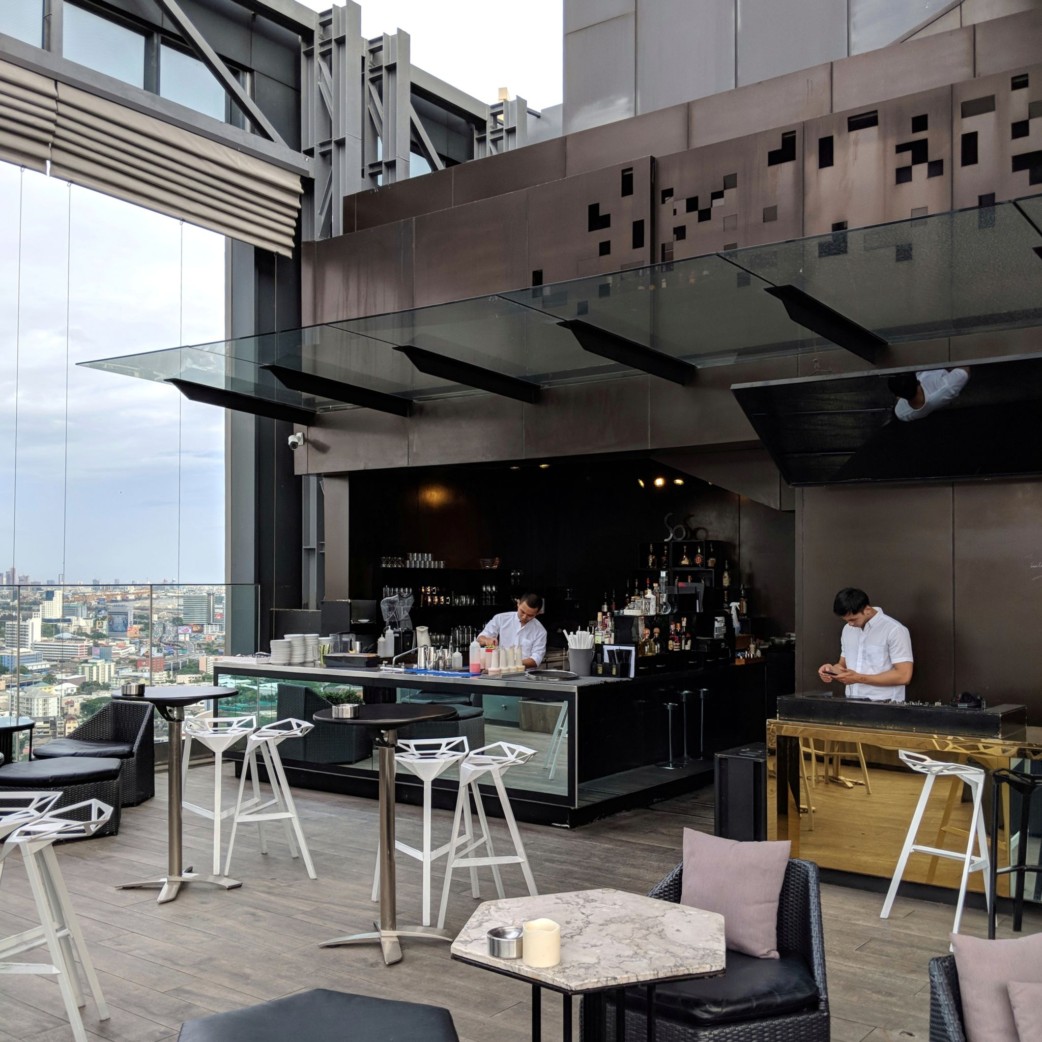 so sofitel bangkok hi-so rooftop bar