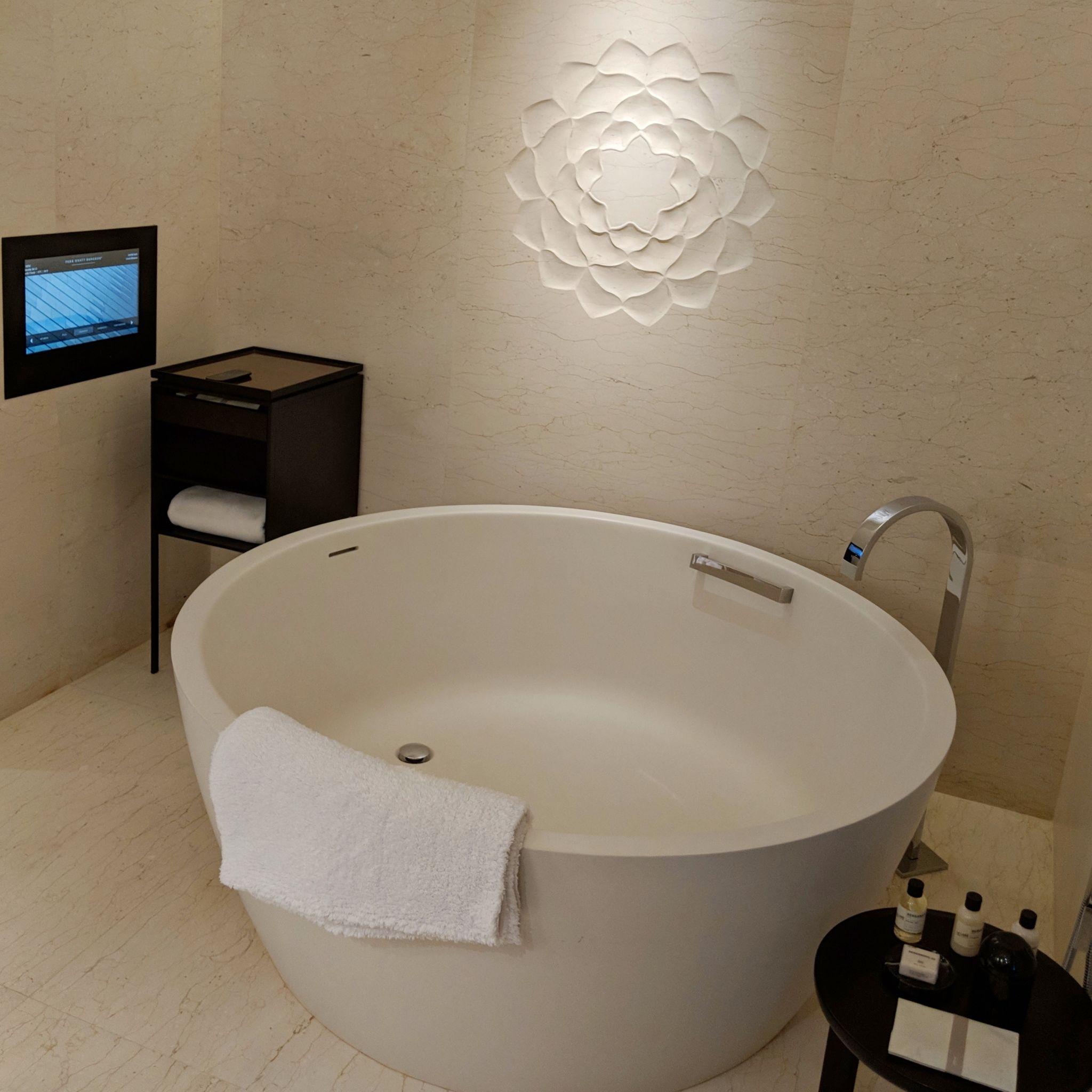 park hyatt bangkok bathtub