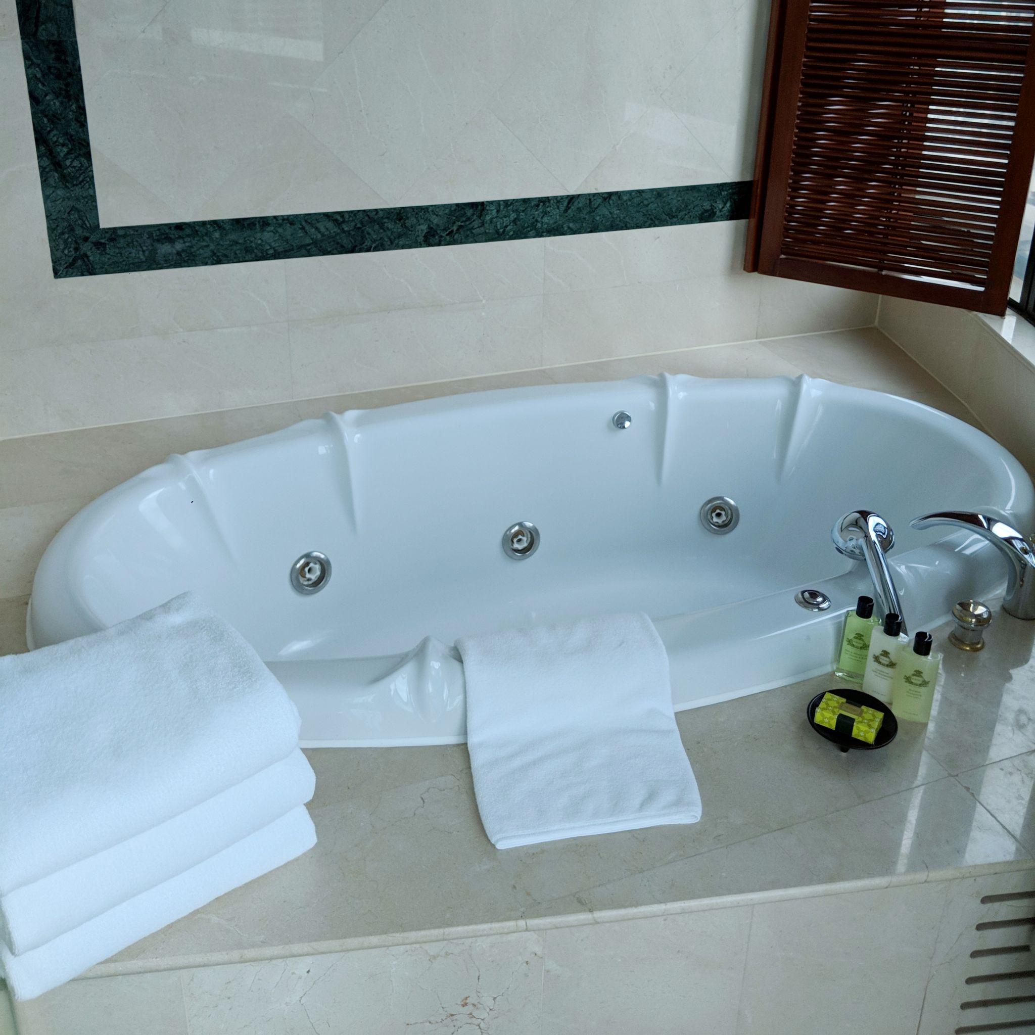 intercontinental bangkok ambassador suite bedroom