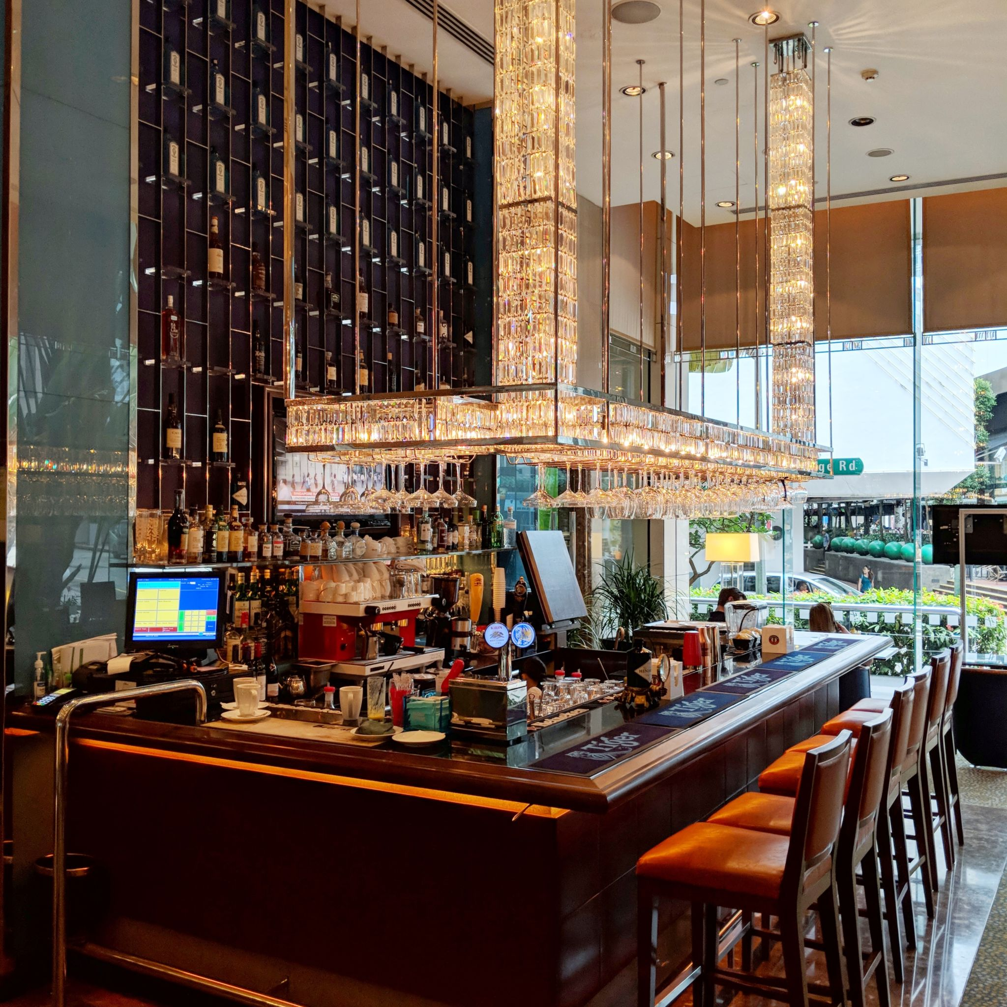 holiday inn singapore orchard city centre lobby bar