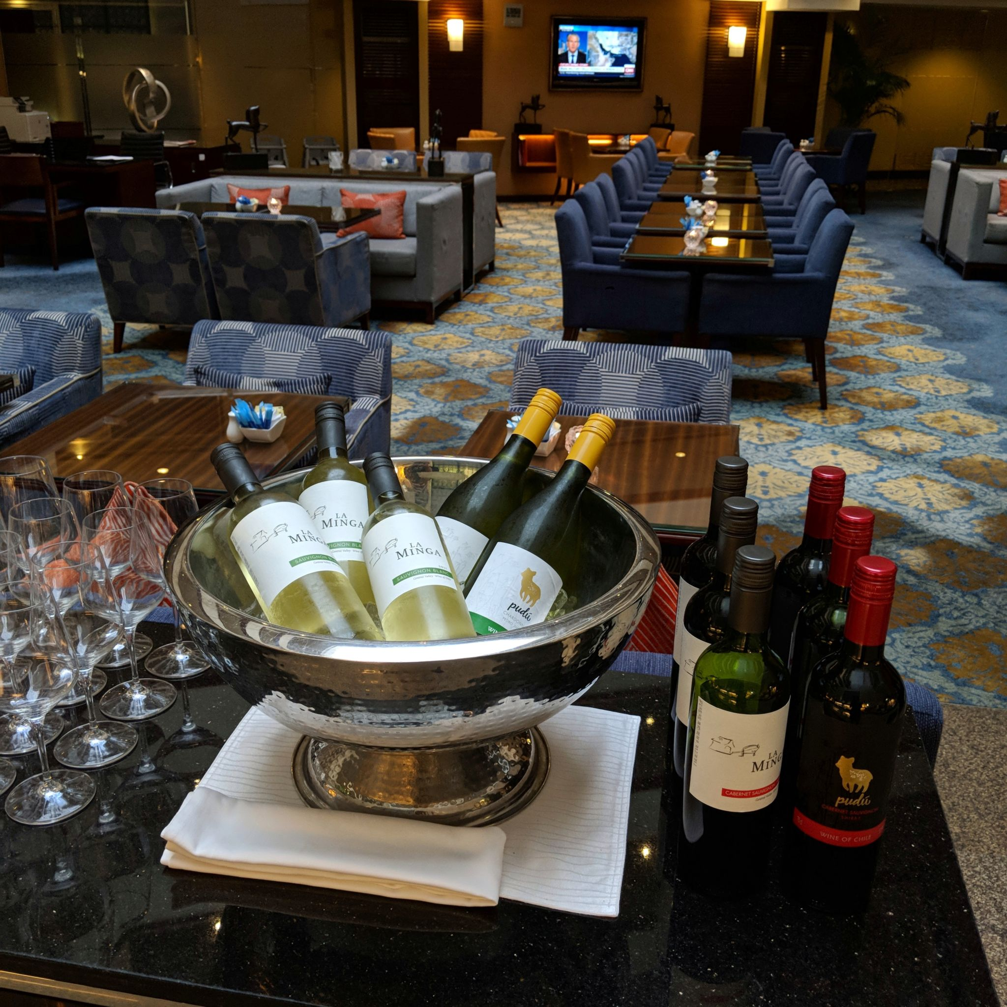 holiday inn singapore orchard city centre evening cocktail executive lounge wine