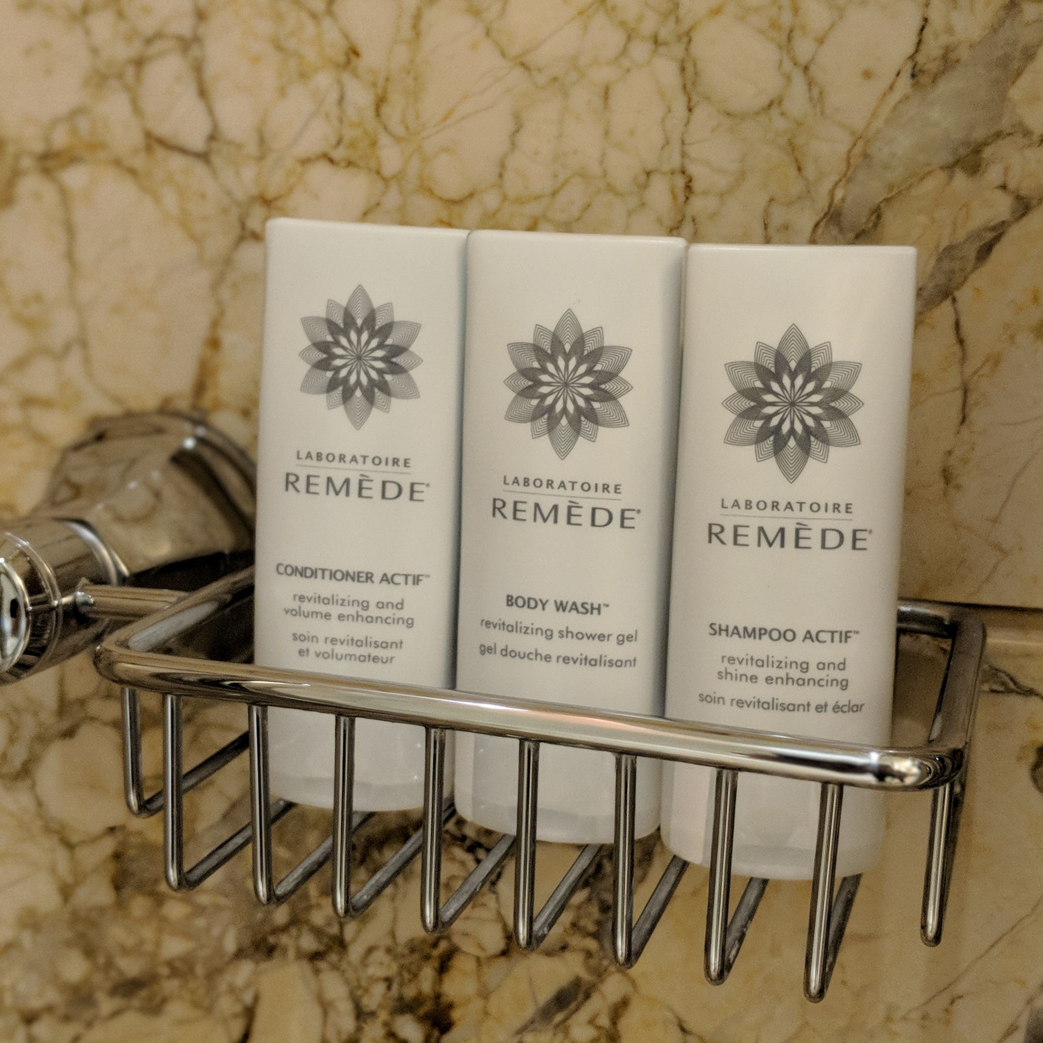 the st. regis singapore grand deluxe room bathroom amenities
