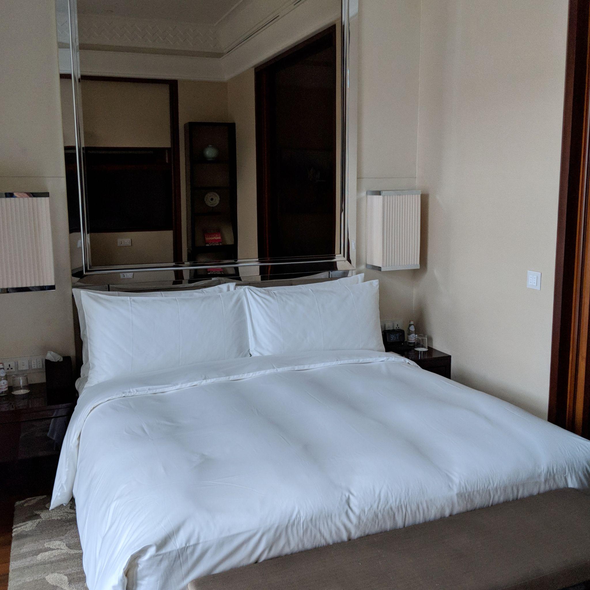 The Capitol Kempinski Hotel Singapore stamford suite bedroom