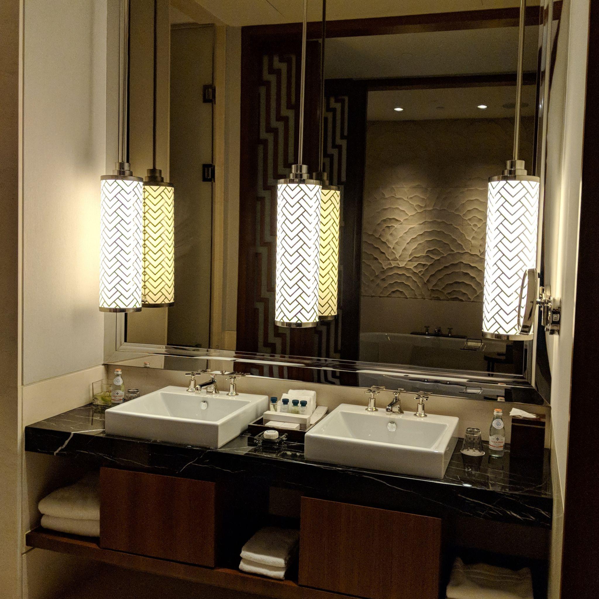 The Capitol Kempinski Hotel Singapore stamford suite bathroom