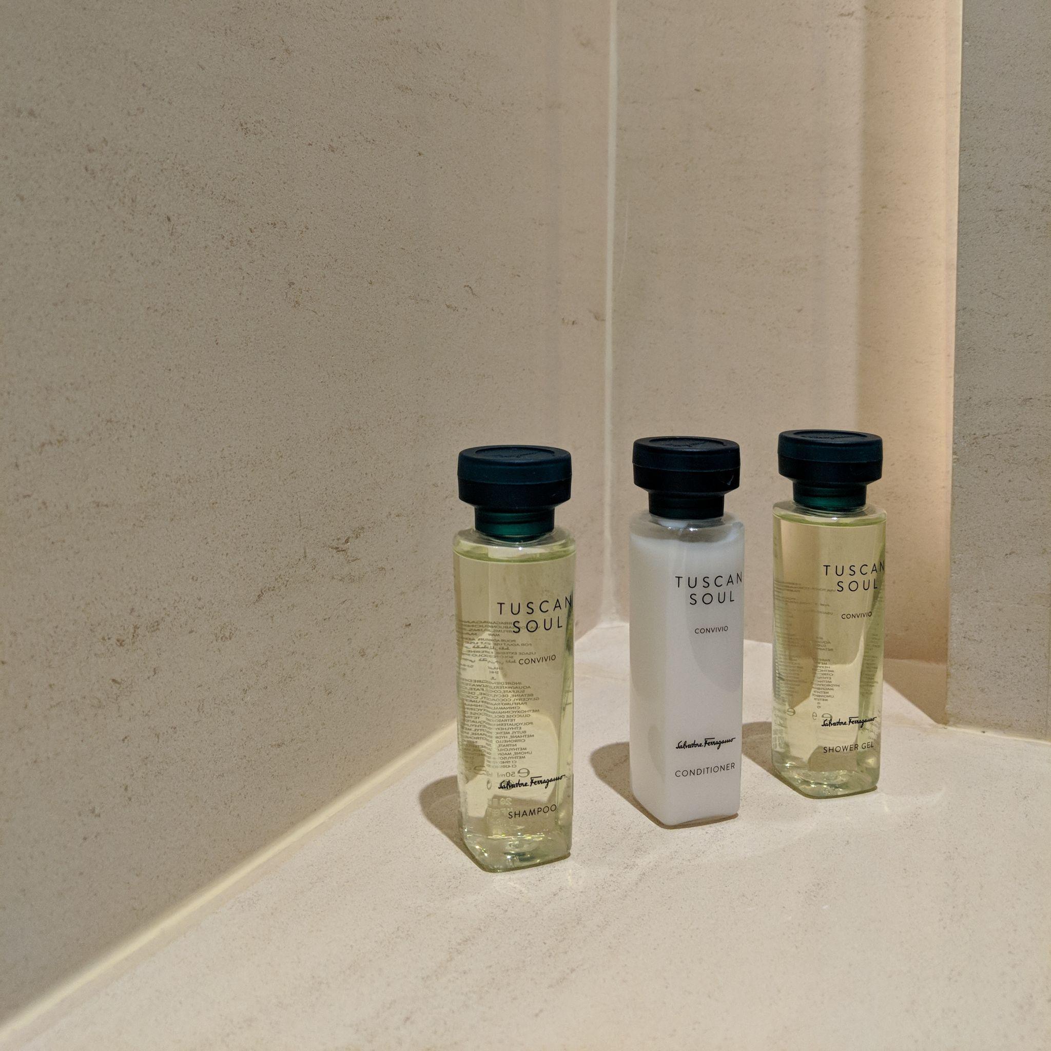 The Capitol Kempinski Hotel Singapore stamford suite bathroom amenities