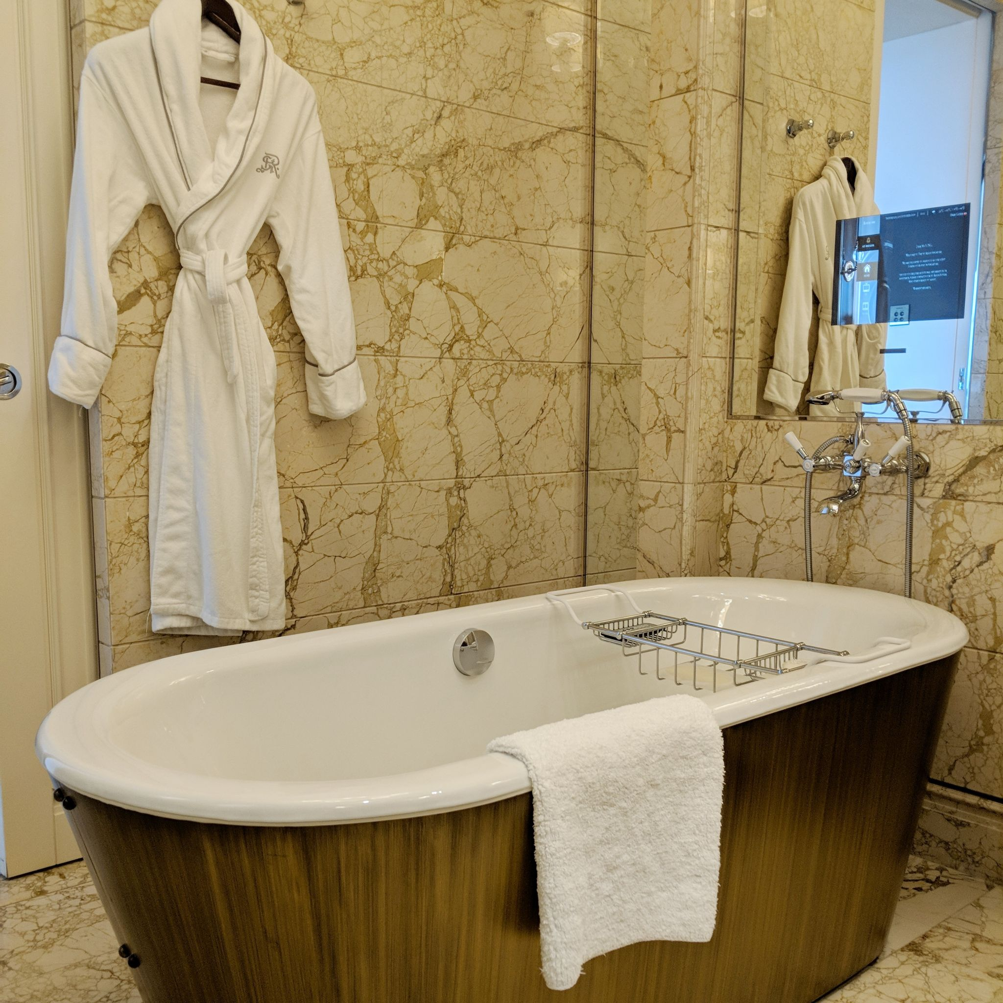 the st. regis singapore grand deluxe room bathroom