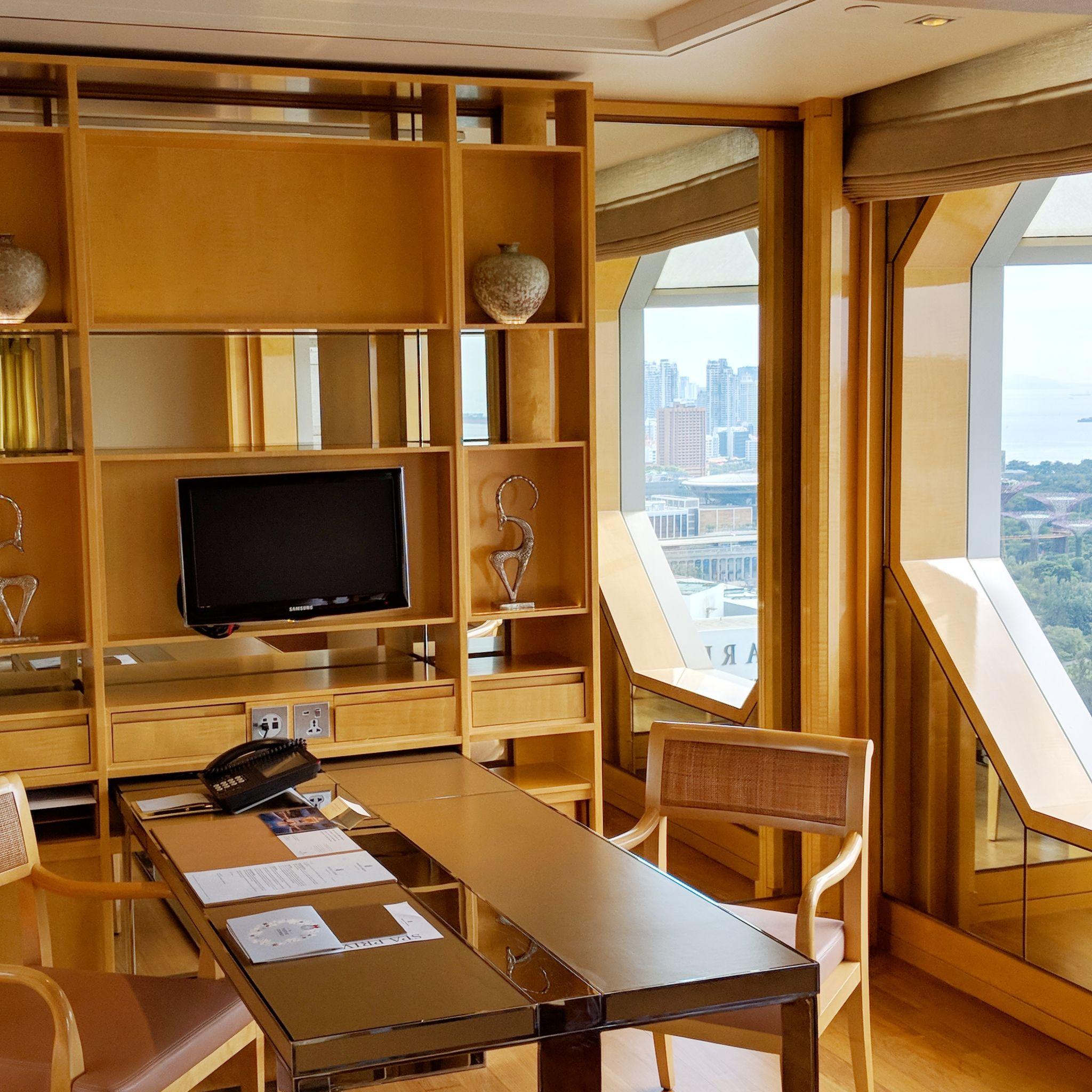 the ritz-carlton, millenia singapore one-bedroom millenia suite study