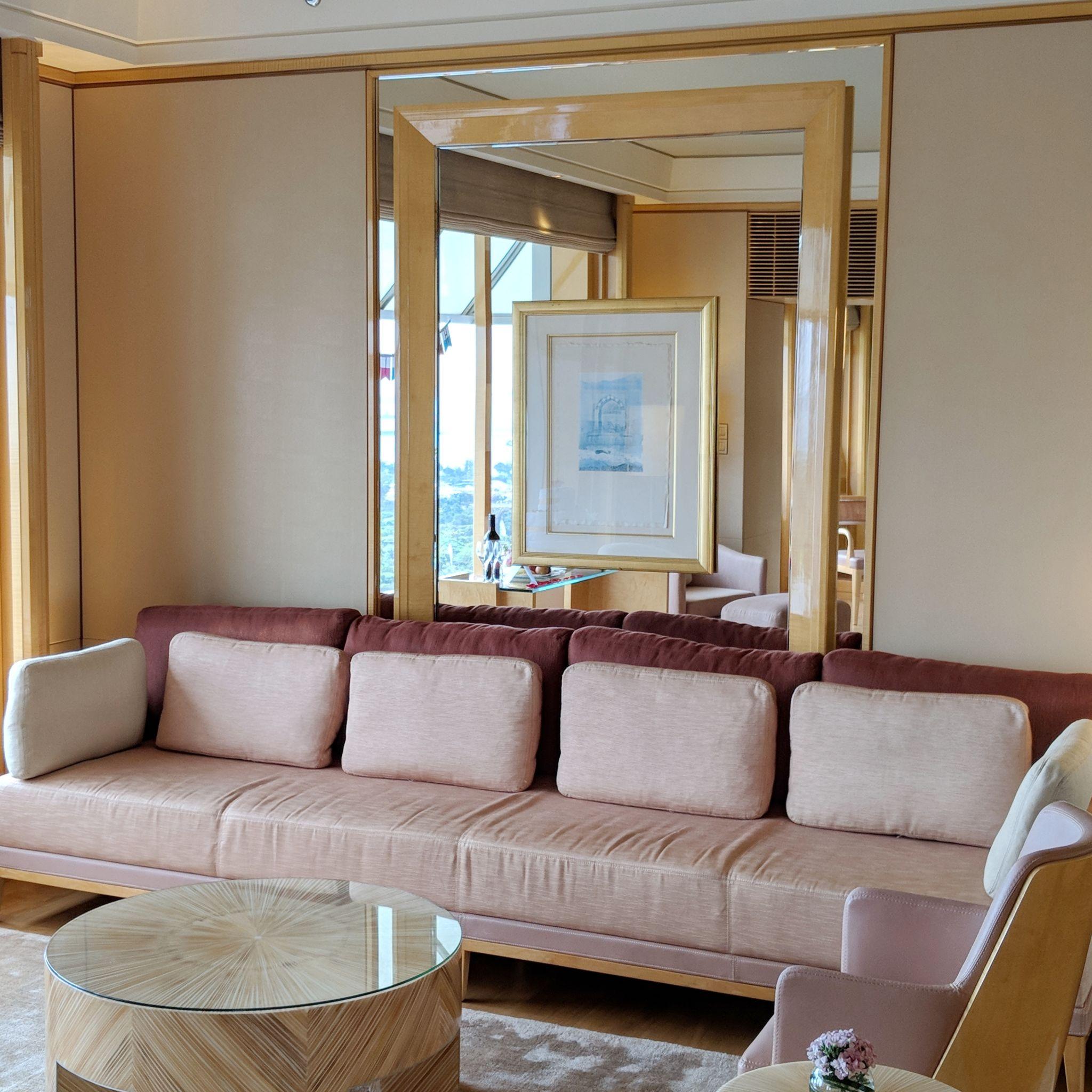 the ritz-carlton, millenia singapore one-bedroom millenia suite living area