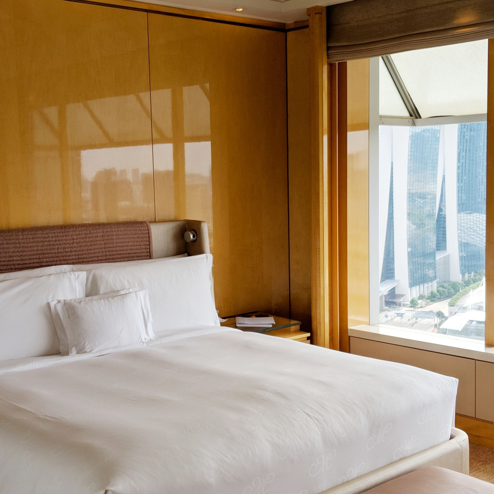 the ritz-carlton, millenia singapore one-bedroom millenia suite bedroom
