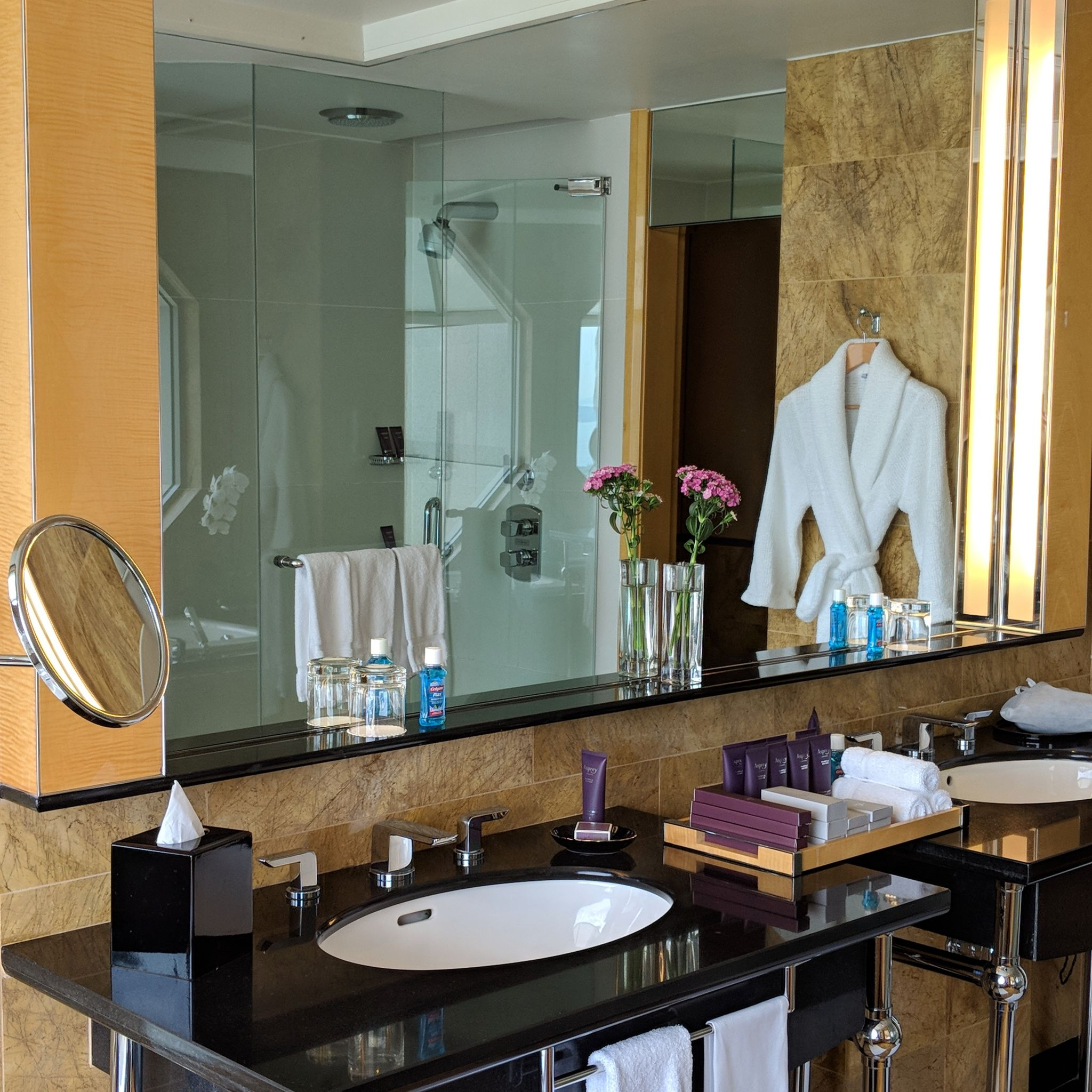 the ritz-carlton, millenia singapore one-bedroom millenia suite bathroom