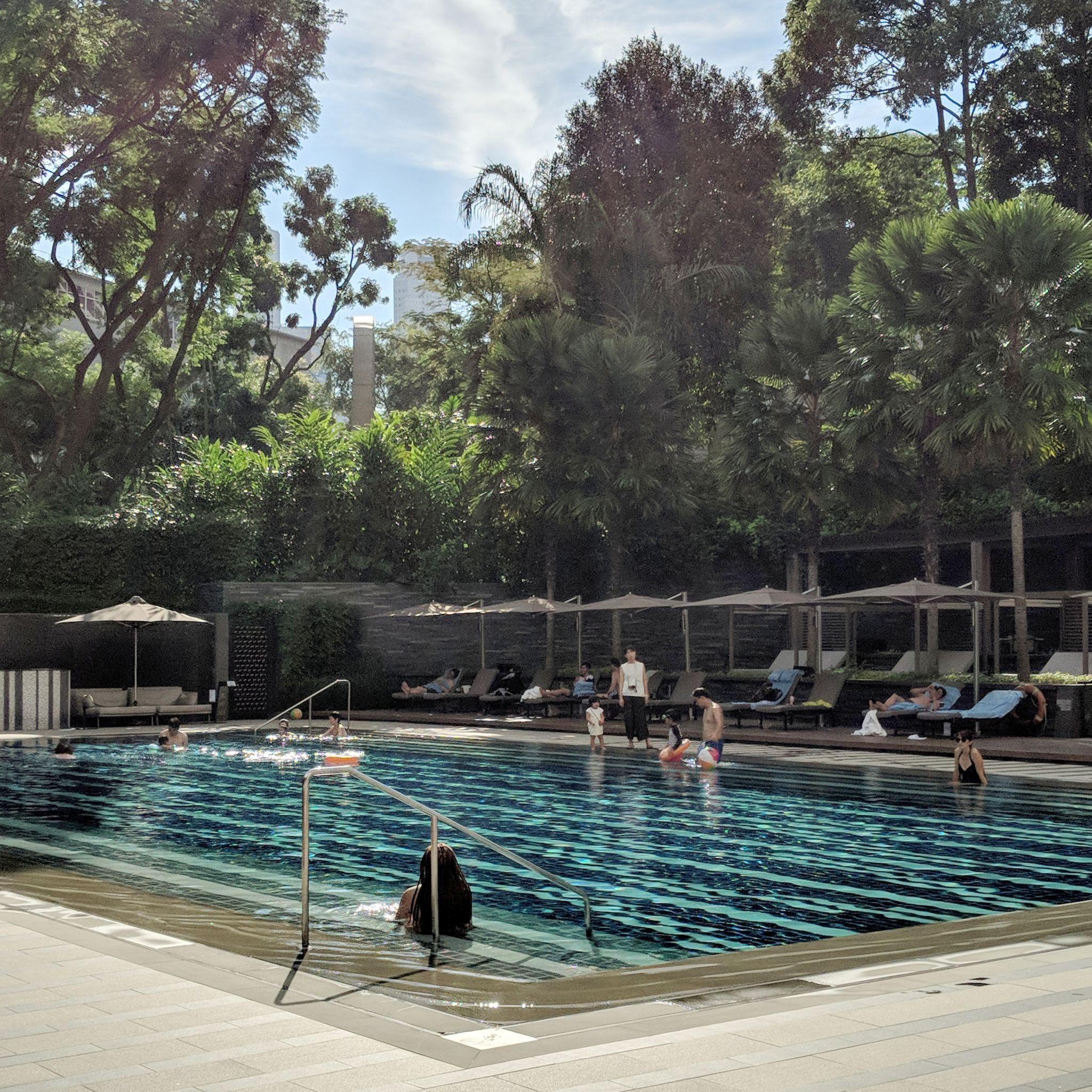the ritz-carlton, millenia singapore pool