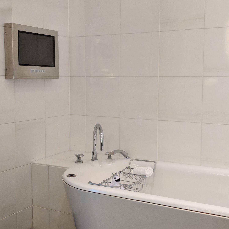 conrad tokyo king suite bay corner bathroom bathtub