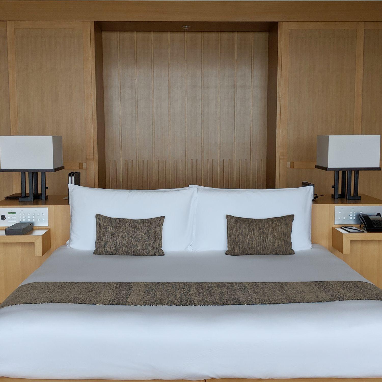 aman tokyo premier room bed