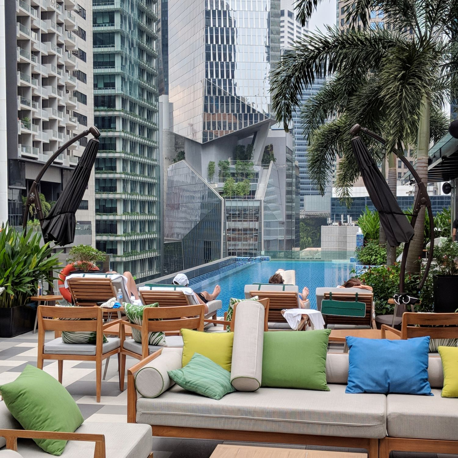 so sofitel singapore rooftop swimming pool