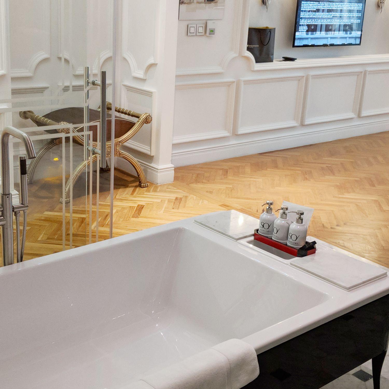 so sofitel singapore so vip suite bathroom bathtub
