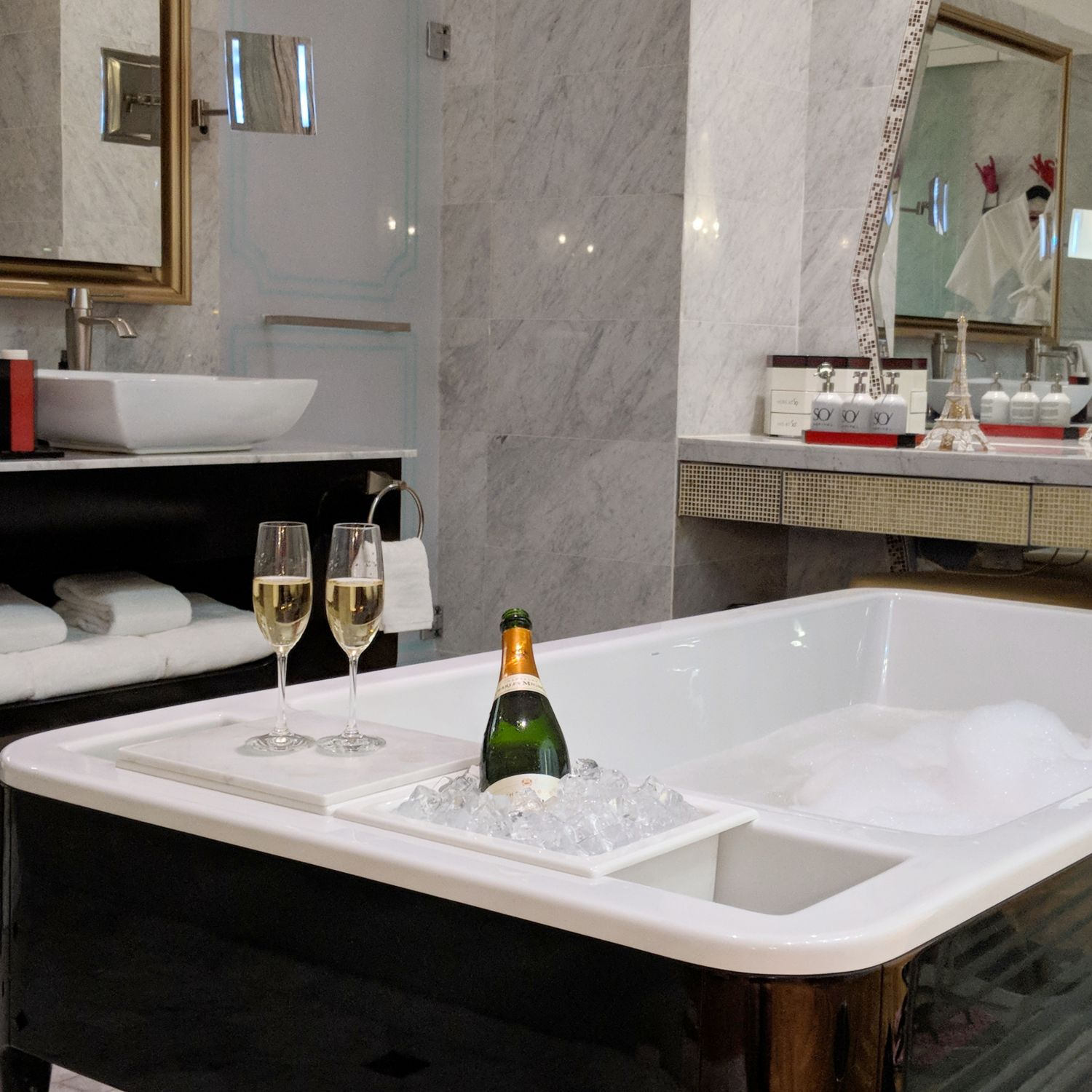 so sofitel singapore so vip suite bathroom bathtub