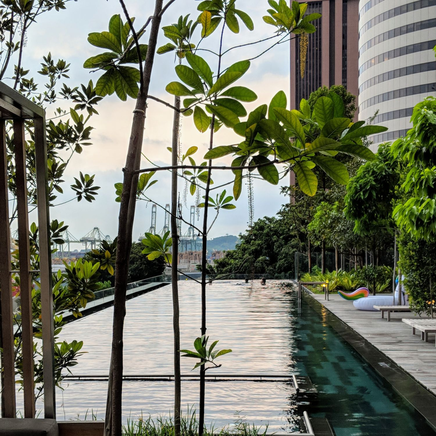 oakwood premier oue singapore outdoor infinity pool