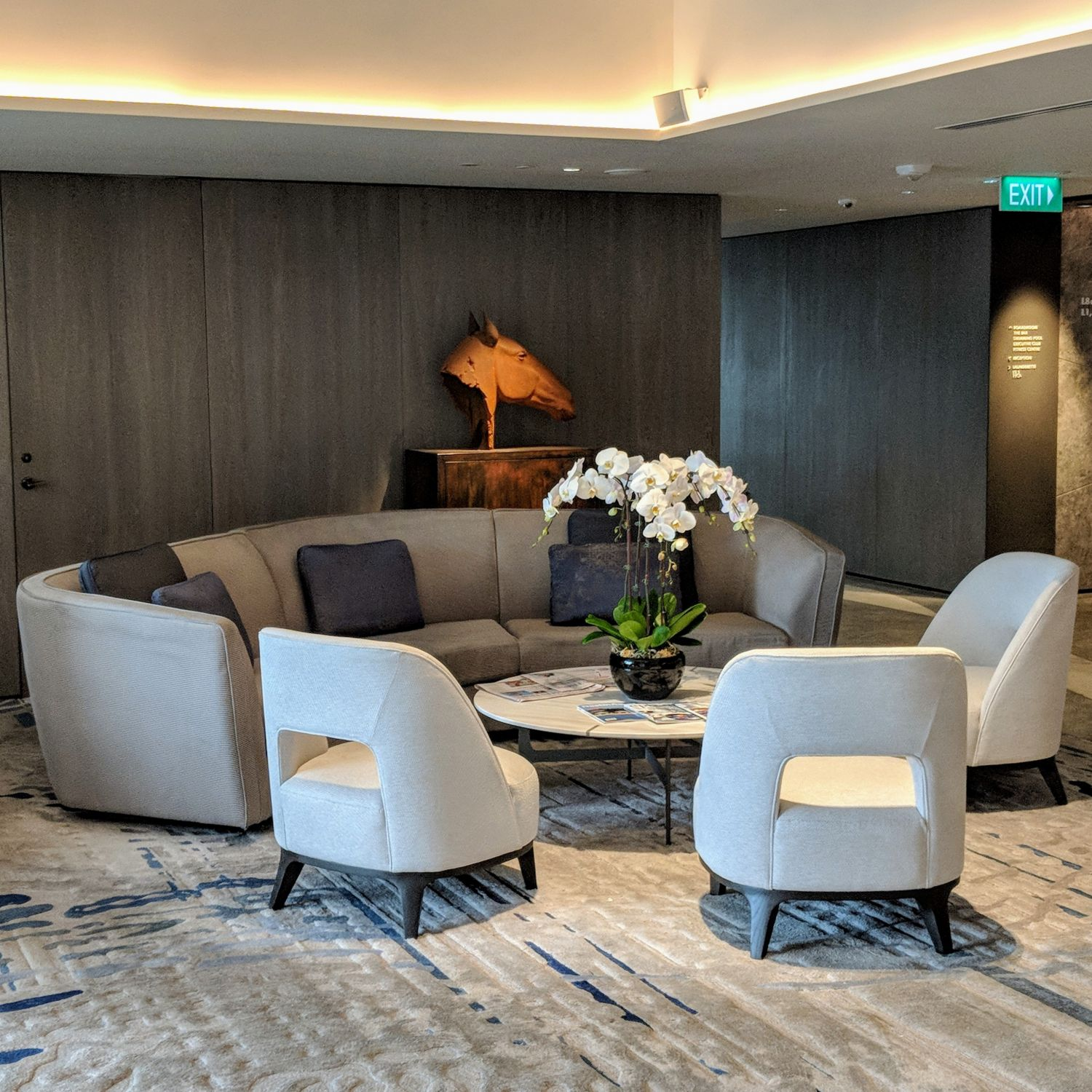 oakwood premier oue singapore lobby