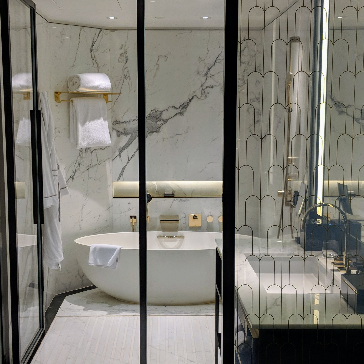 the murray hong kong n3 grand deluxe bathroom