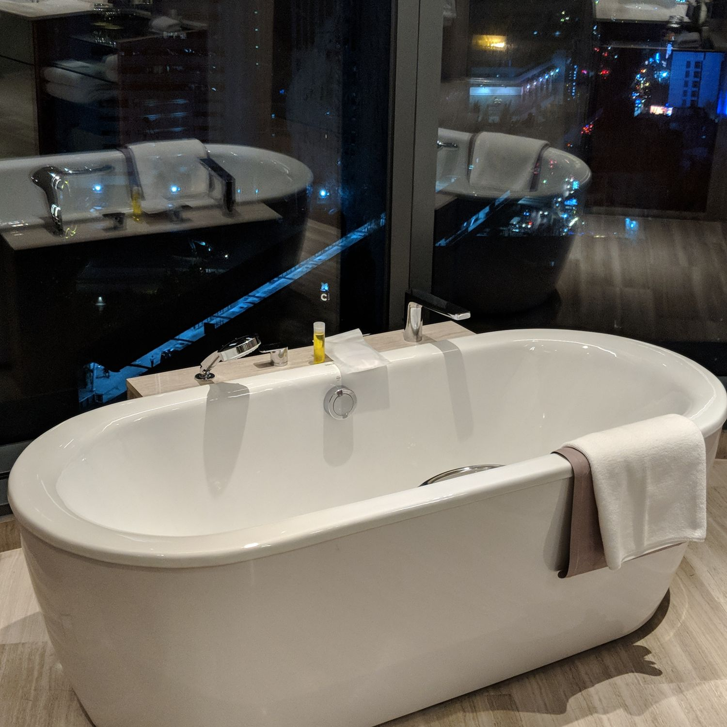 Hyatt Regency Bangkok Sukhumvit king bed deluxe bathroom bathtub