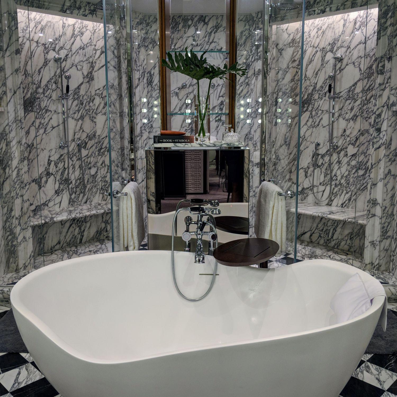 rosewood hong kong grand harbour corner suite bathroom