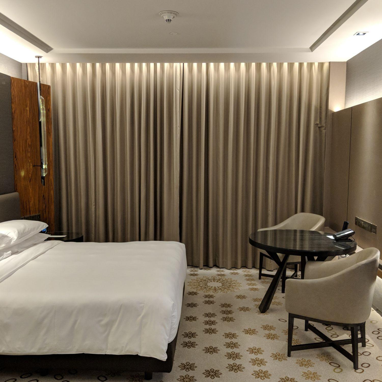 Hyatt Regency Bangkok Sukhumvit king bed deluxe