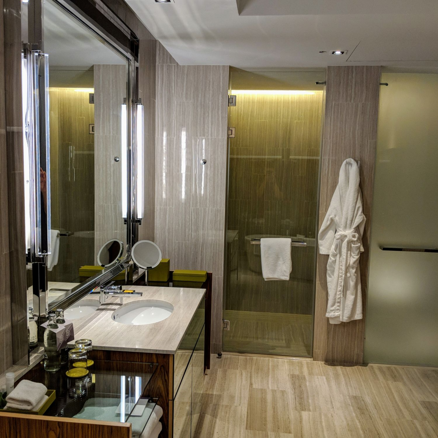 Hyatt Regency Bangkok Sukhumvit king bed deluxe bathroom