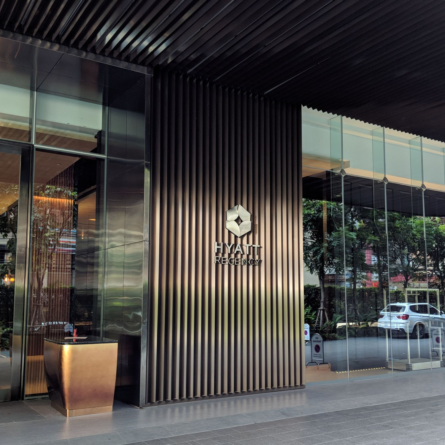 Hyatt Regency Bangkok Sukhumvit entrance
