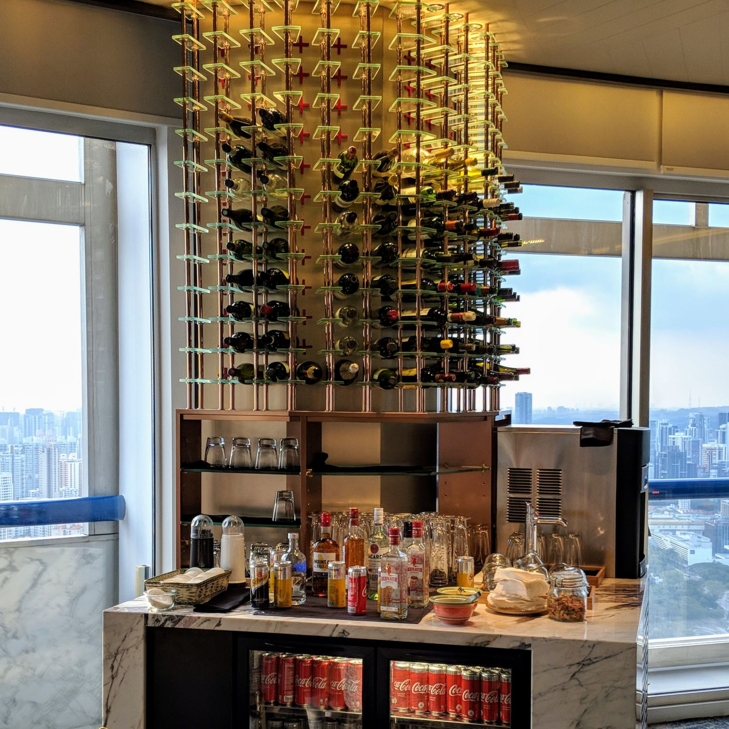 swissotel the stamford executive lounge alcohol selection