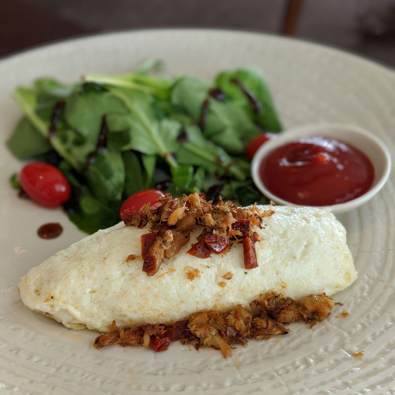 137 pillars hotel sukhumvit bangkok baan borneo club breakfast crab meat omelette