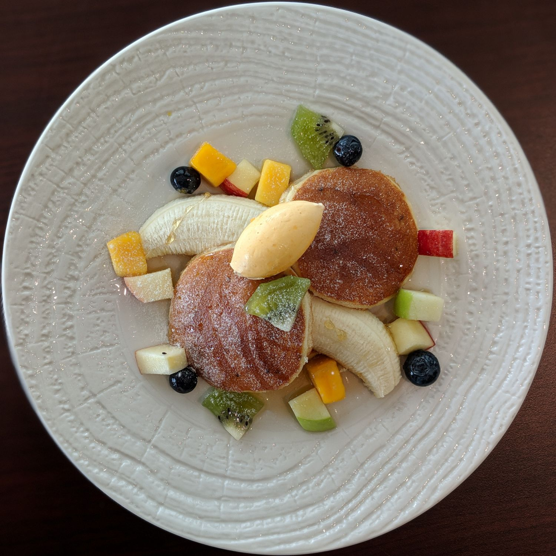 137 pillars hotel sukhumvit bangkok baan borneo club breakfast