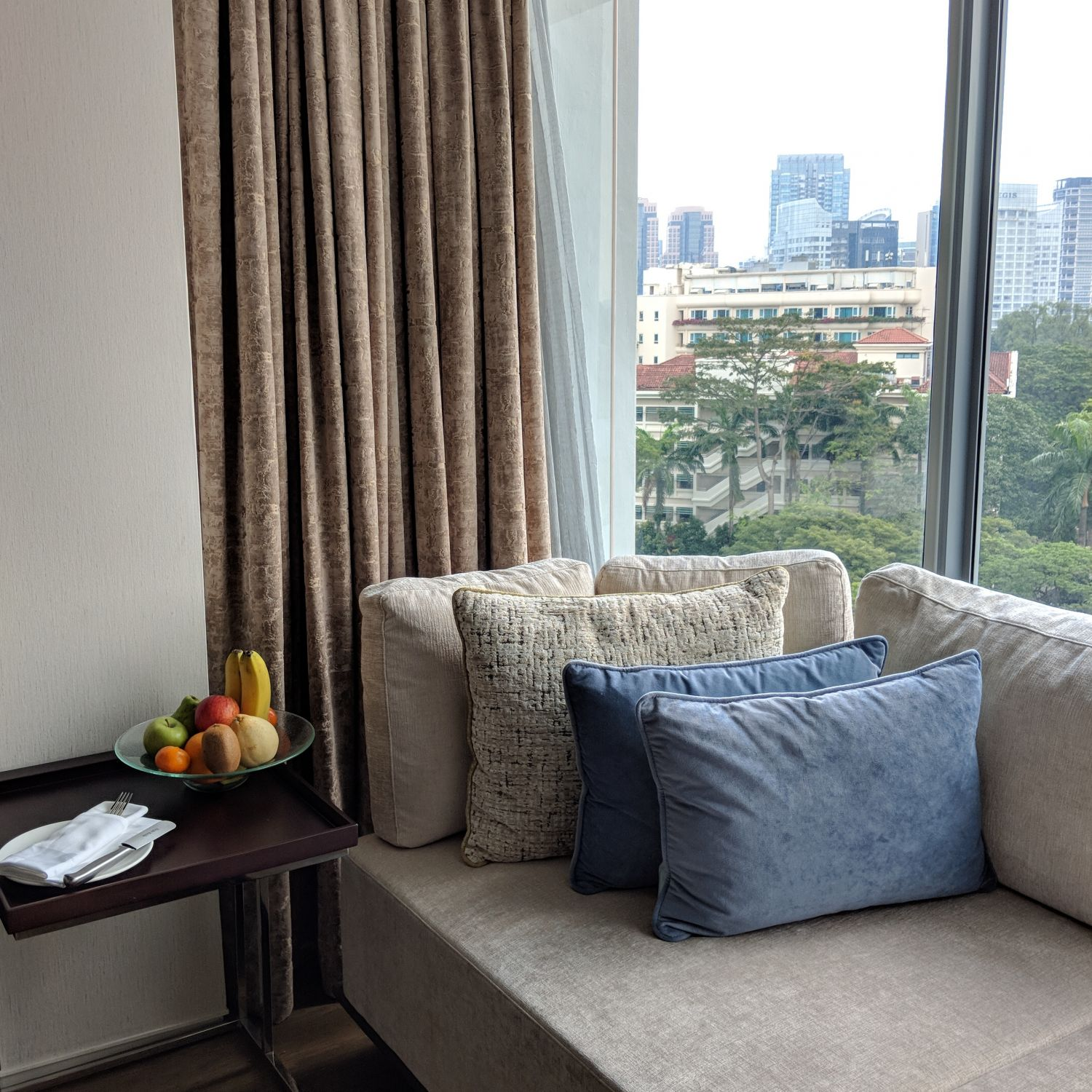 Shangri-La Hotel Singapore Horizon Club Junior Suite Living Room