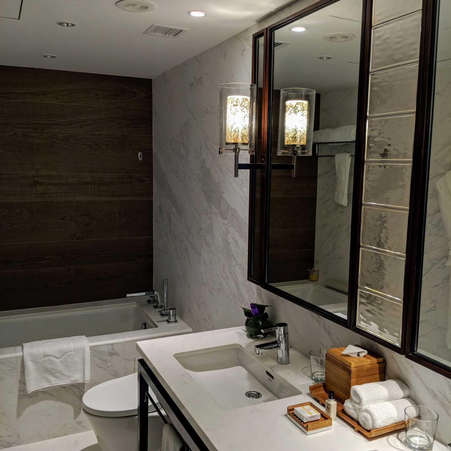 Shangri-La Hotel Singapore Horizon Club Junior Suite Bathroom