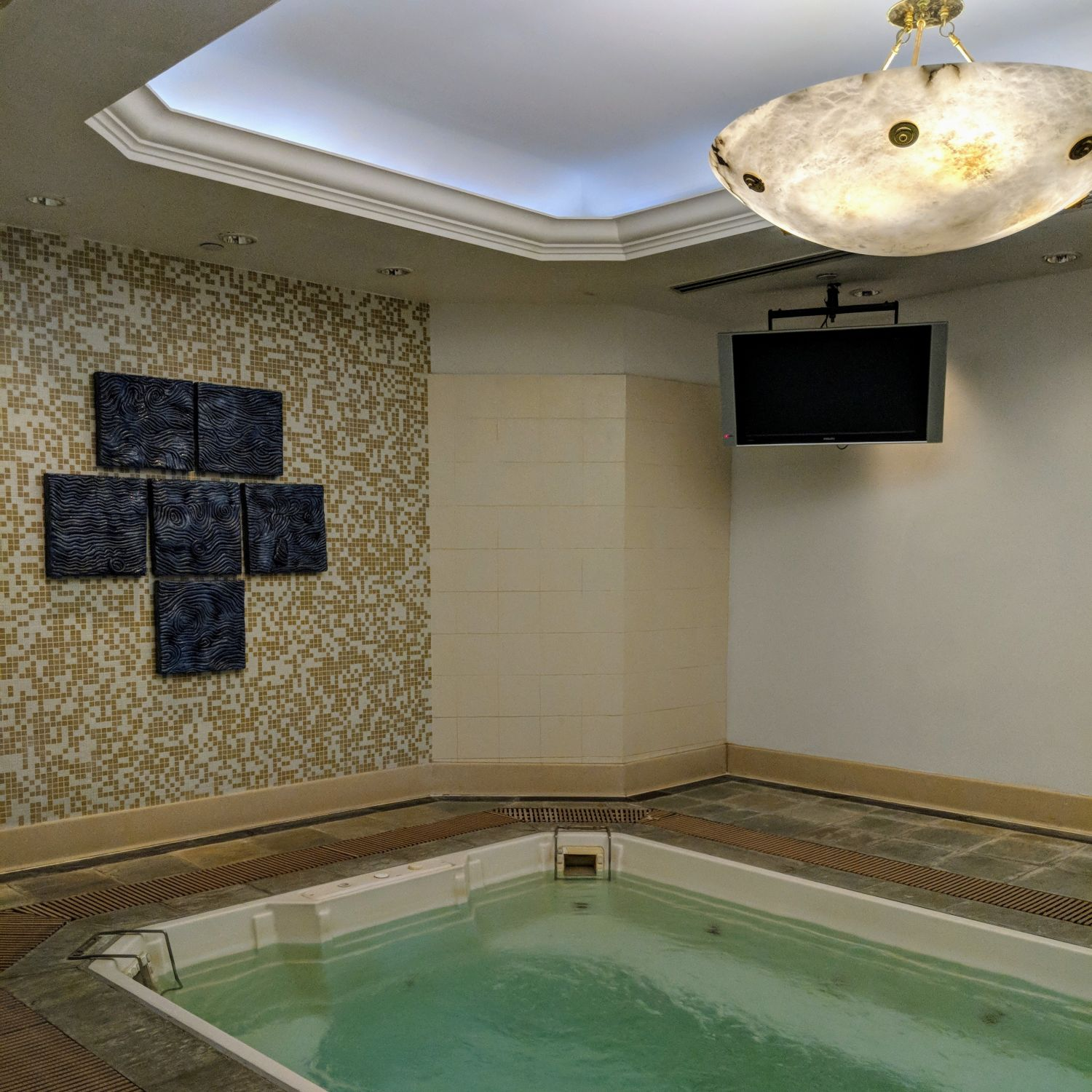 Shangri-La Hotel Singapore Health Club Jacuzzi