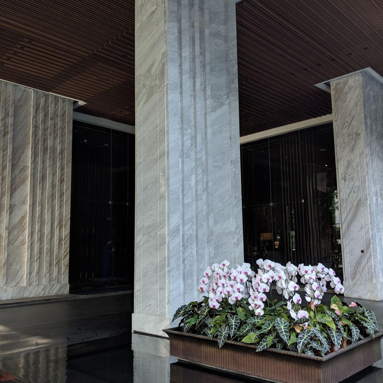 137 pillars hotel sukhumvit bangkok driveway