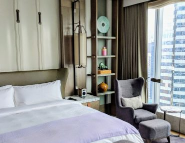 Hotel Review: The St. Regis Hong Kong (Grand Deluxe Room) – Modern, Residential Luxury in Wan Chai
