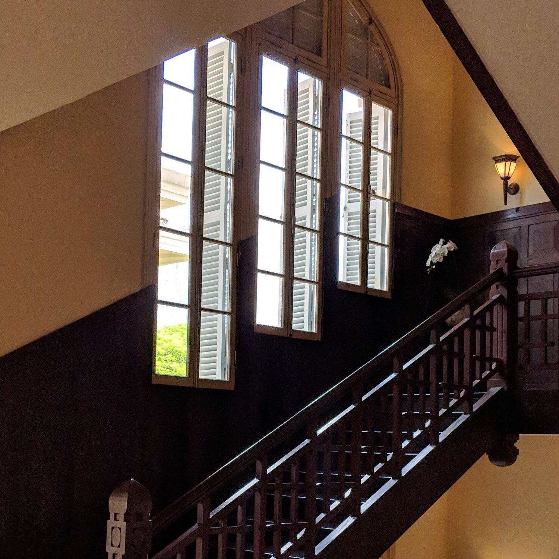 raffles hotel le royal phnom penh staircase