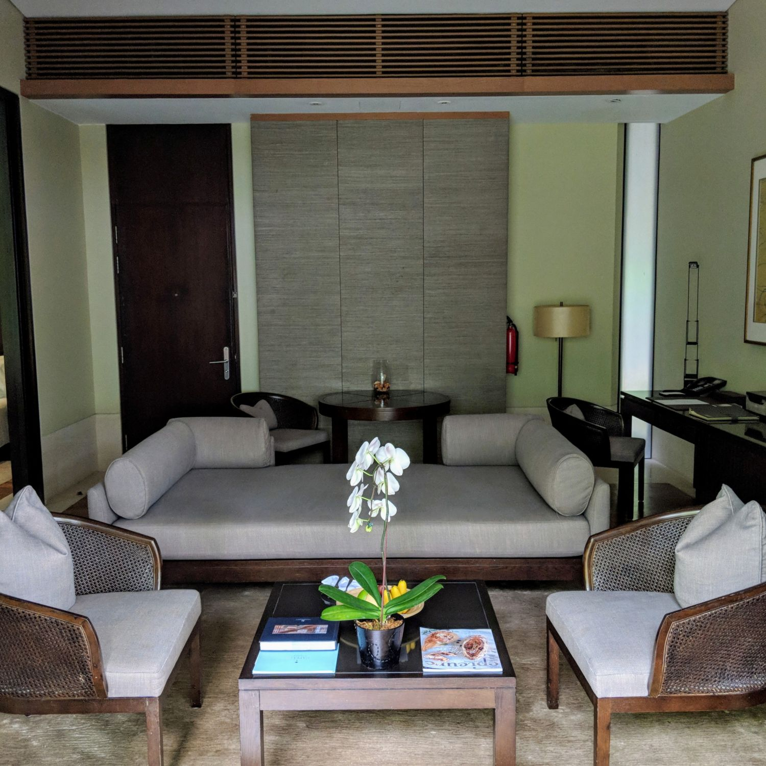 capella singapore One Bedroom Garden Villa living room