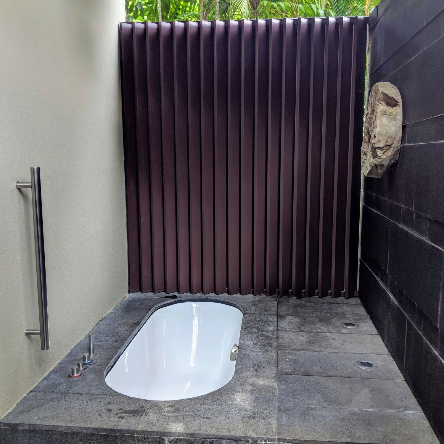 capella singapore One Bedroom Garden Villa bathroom outdoor bathtub