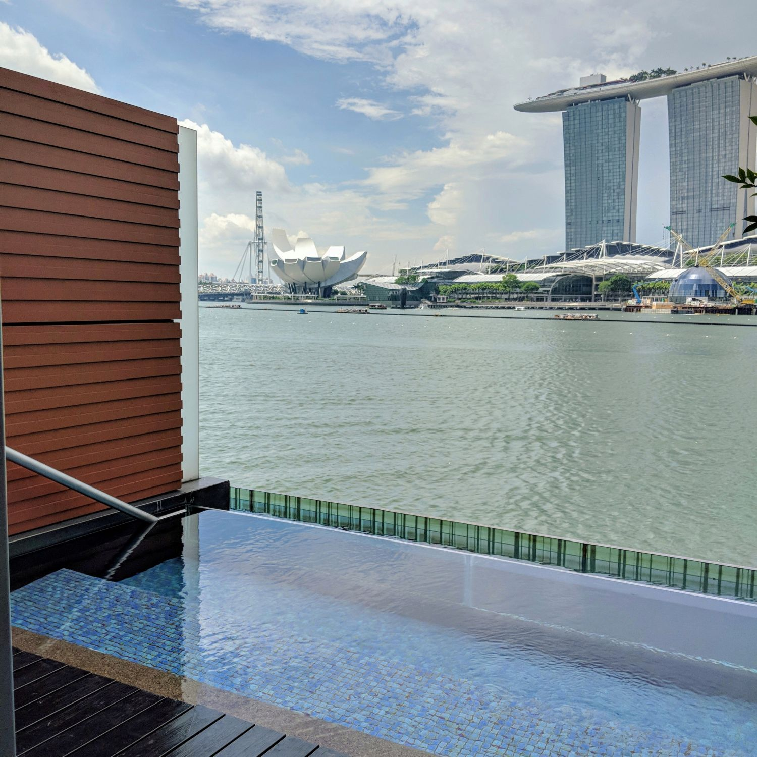 The Fullerton Bay Hotel Singapore Premier Bay View Room with Jacuzzi Private Jacuzzi