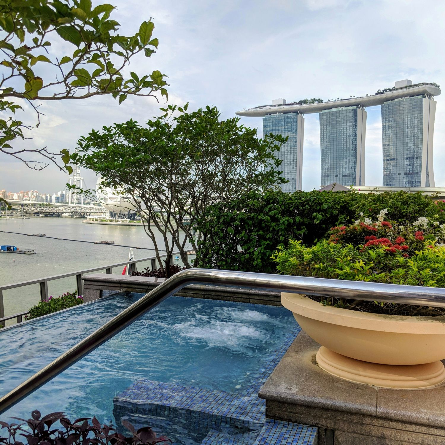 The Fullerton Bay Hotel Singapore Jacuzzi