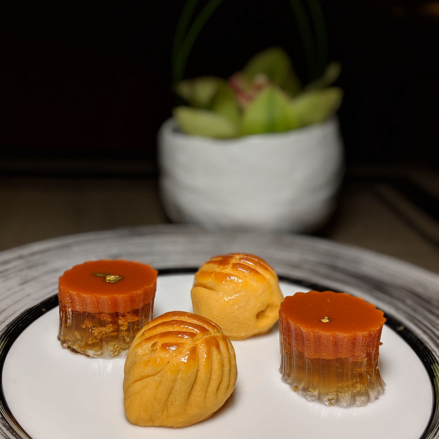 Four Seasons Hotel Singapore Jiang-Nan Chun Petit Fours