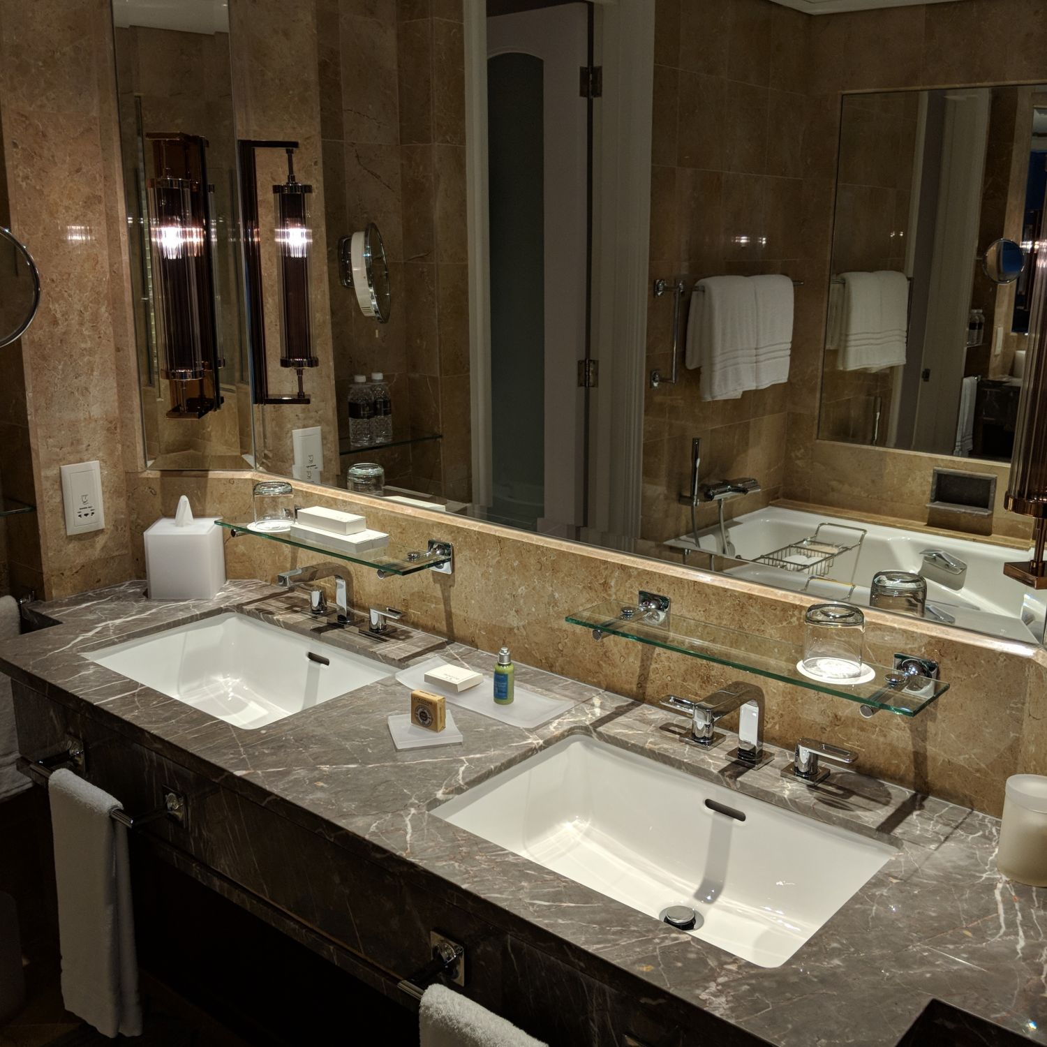 Four Seasons Hotel Singapore Four Seasons Executive Suite Bathroom